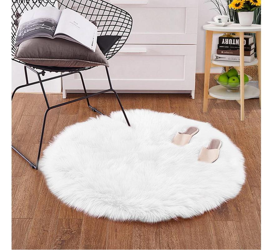 שטיח קטן ליד המיטה